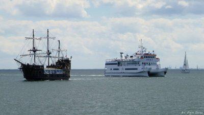 Statki płynące po Zatoce Gdańskiej