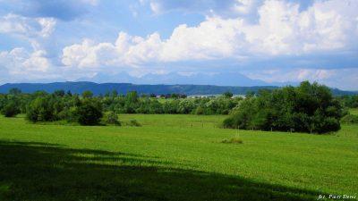 Widok na Tatry z miejscowości Podlesok