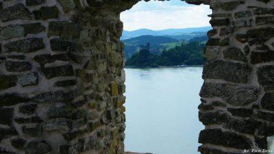 Widok na jezioro Czorsztyńskie z czorsztyńskiego zamku